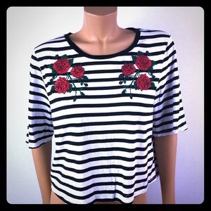 Kendall&Kylie red roses embroidery striped tee XL